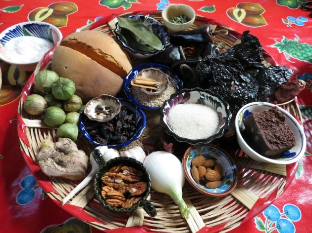 ingredients used in mole negro :ingredientes en mole negro de oaxaca