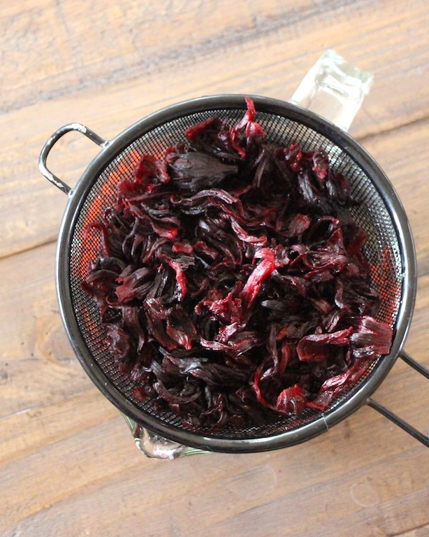 hibiscus-flowers-steeping