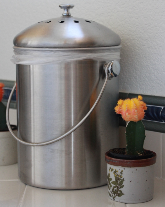 Compost pail by Lola's Cocina