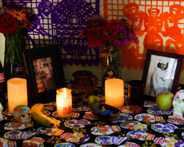 Day of the Dead altar by Flan and Apple Pie