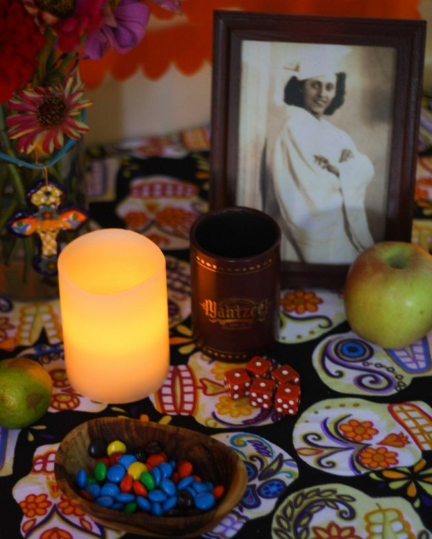 Día de los Muertos altar by Flan and Apple Pie