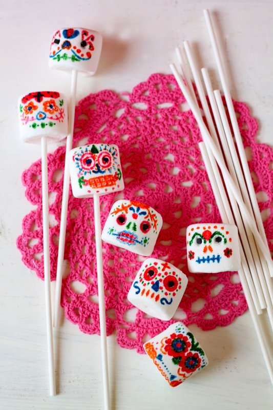 day-of-the-dead-calavera-sugar-skull-marshmallow-pops