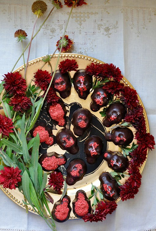 strawberry-chocolate-calaveras