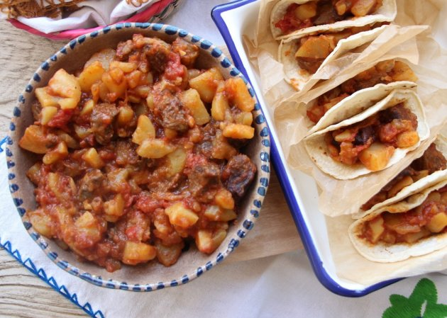 Papas Con Carne De Cachete Mexican Style Meat And Potatoes With